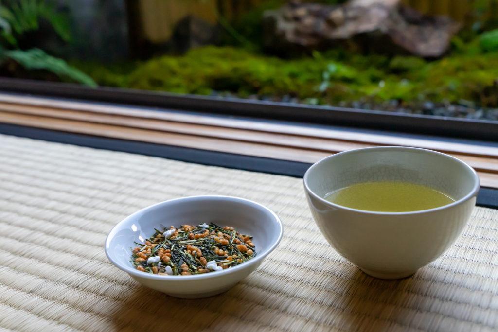 若草園の特上玄米茶と茶葉