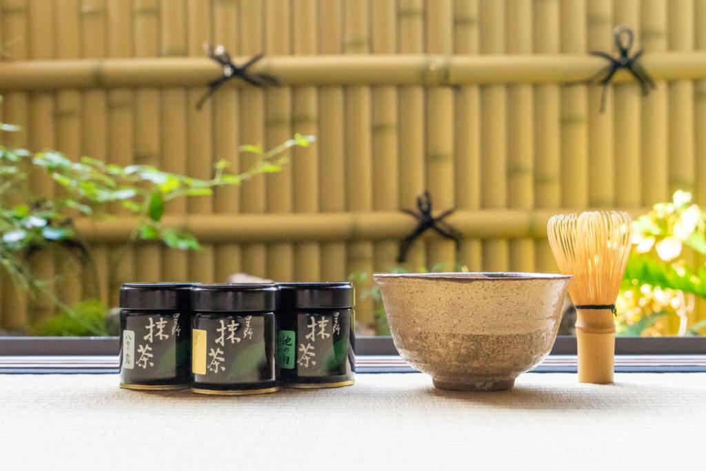 星野製茶園の抹茶と和室