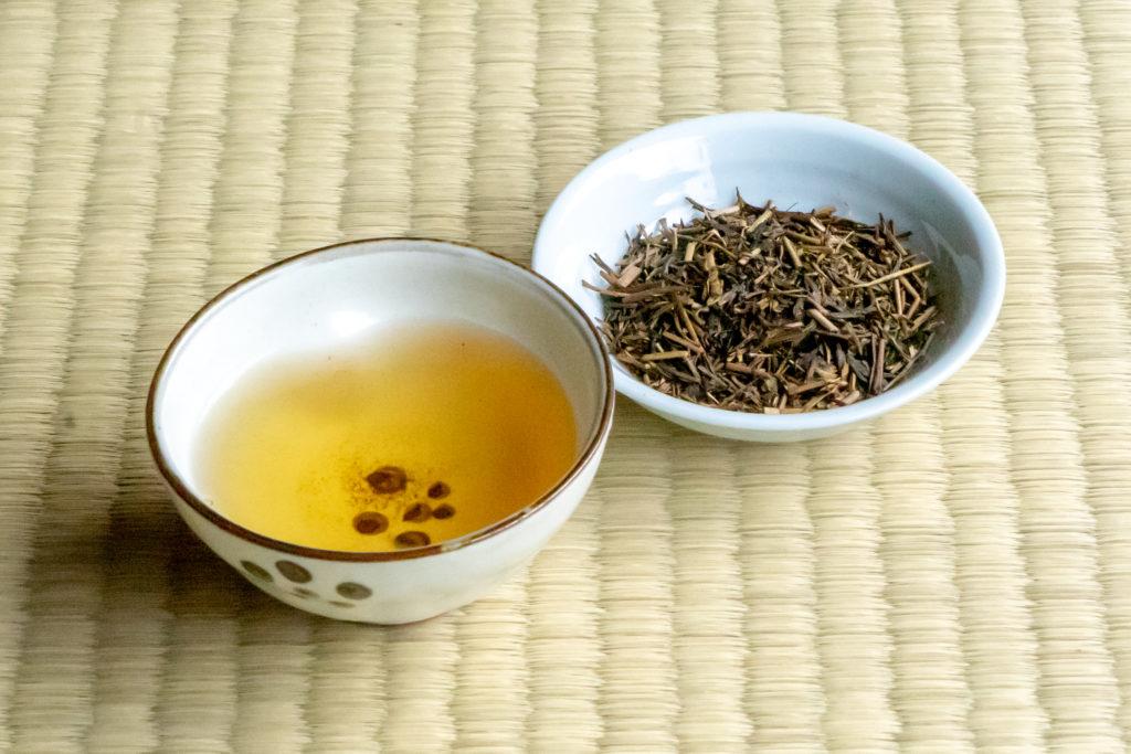 土佐茶の特上ほうじ茶と茶葉
